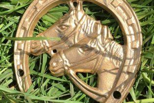 Подкова золотая (литая) с 2 лошадками